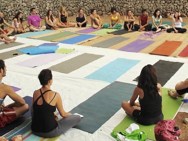 Acro yoga thai