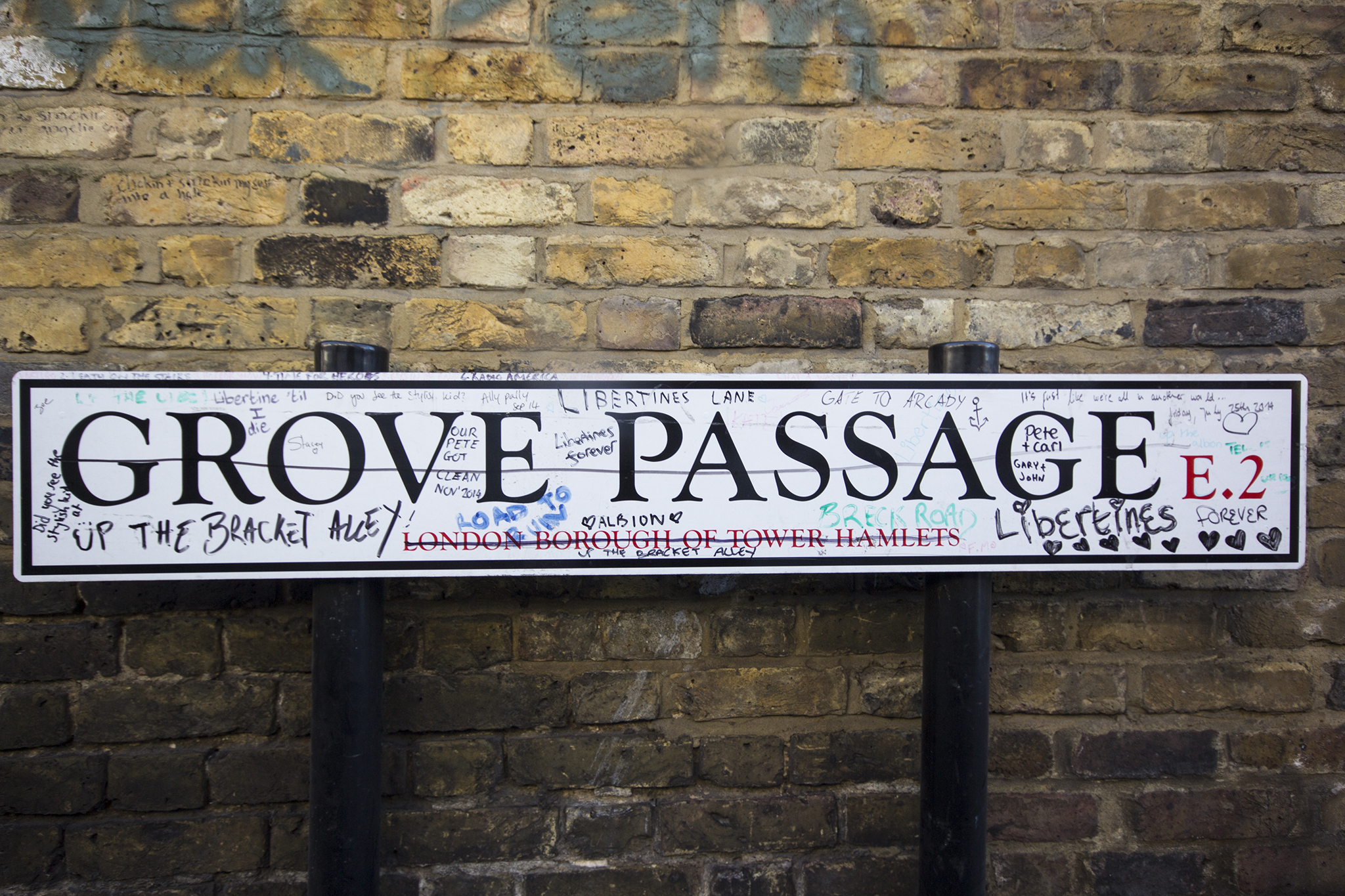 Grove Passage libertines graffiti