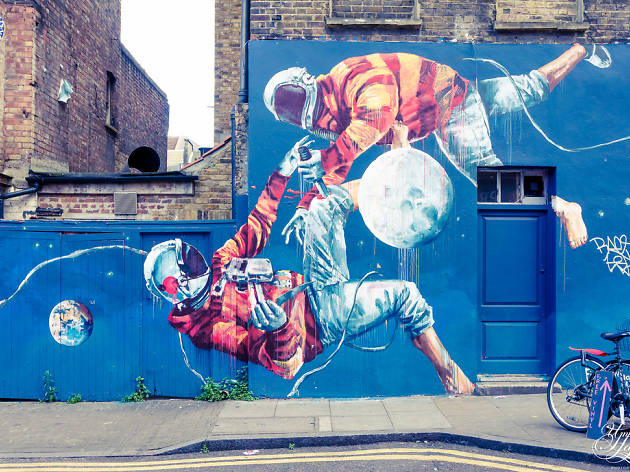 Moon Walk street art, Brick Lane