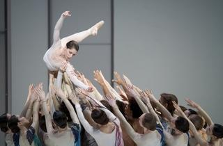 Leanne Benjamin and dancers ofThe Royal Ballet in Requiem. Photo ROH, Johan Persson.[1].jpg