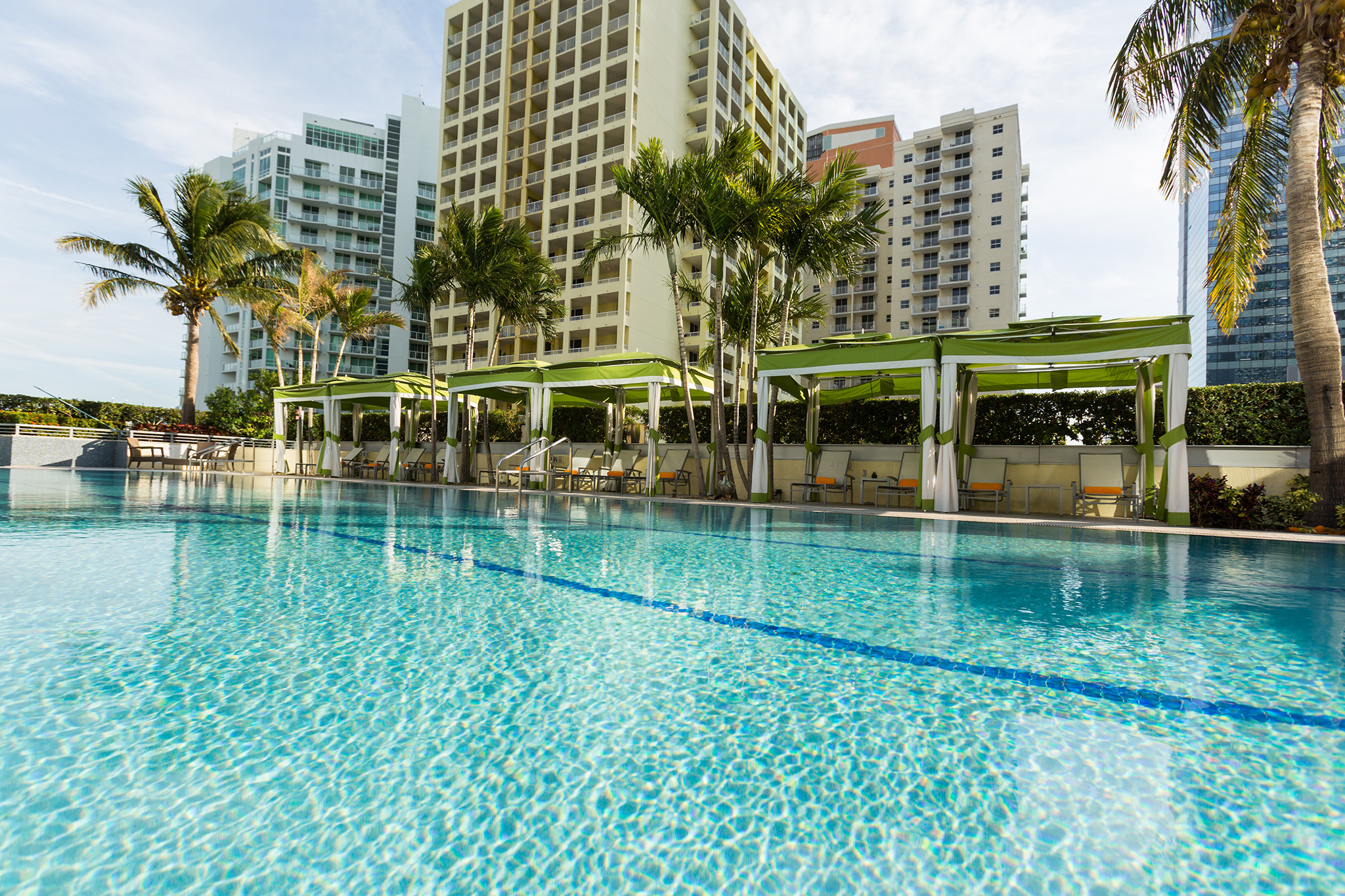 Best swimming pools in miami for splashing and relaxing for Swimming pool construction miami