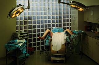 (Taryn Simon, 'An American Index of the Hidden and Unfamiliar (Hymenoplasty)', 2007 / Courtesy de l'artiste / © 2014 Taryn Simon)