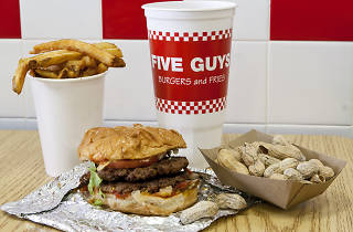 Five Guys Paris burgers