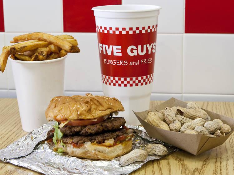 Les burgers de Five Guys bientôt à Paris