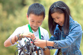 Learn science and engineering at ID Tech's summer camps.