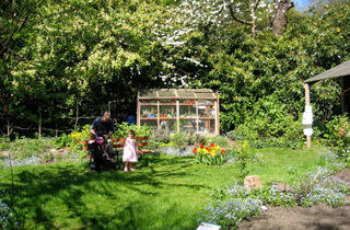 (Queen's Wood Lodge Organic Garden © Michael Hacker)
