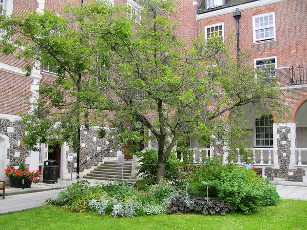 (Goodenough College – London House Quadrangle)