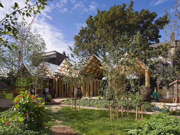 (Dalston Eastern Curve Garden © Sarah Blee)