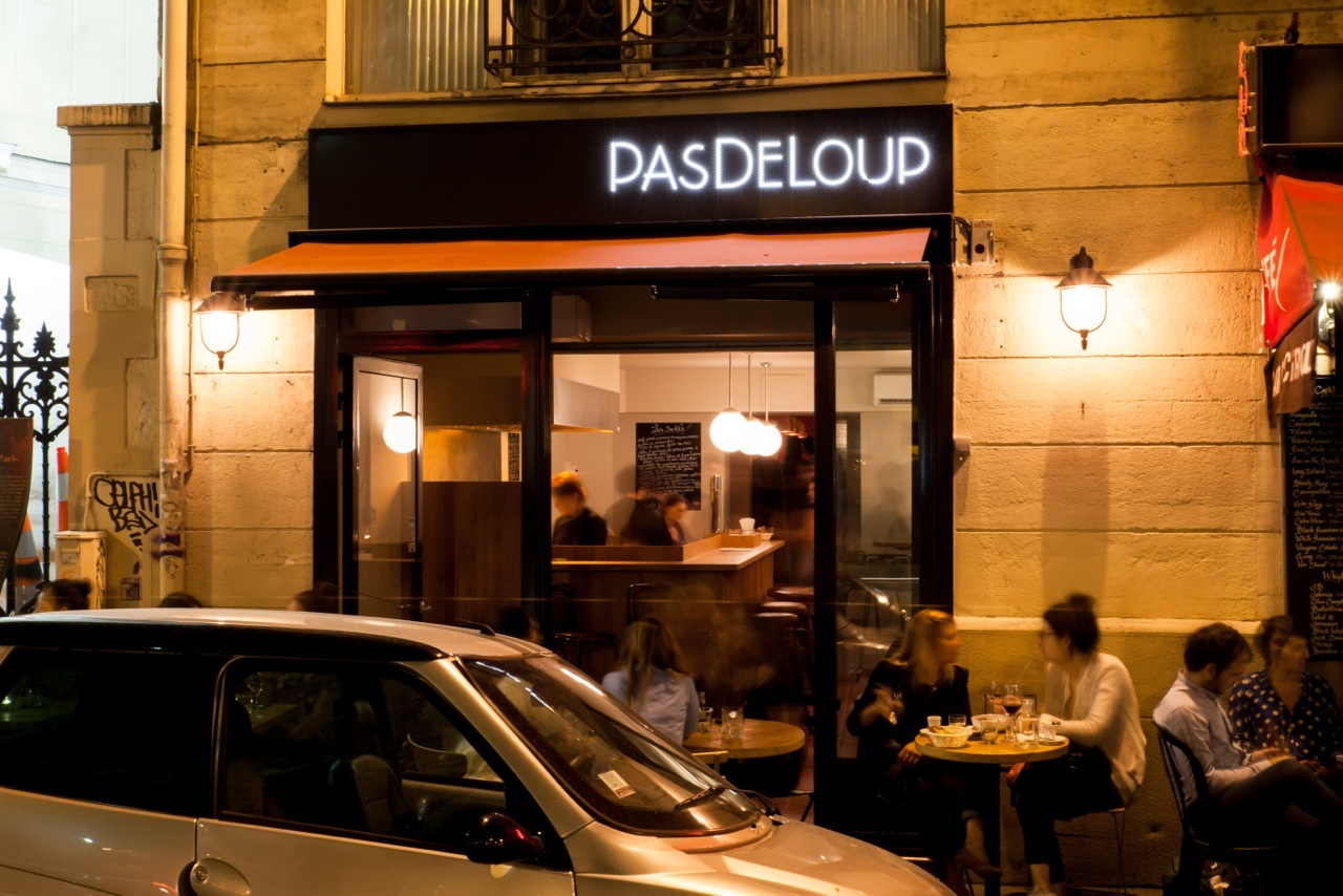 Pasdeloup bars folie m ricourt paris for Photo de bar restaurant