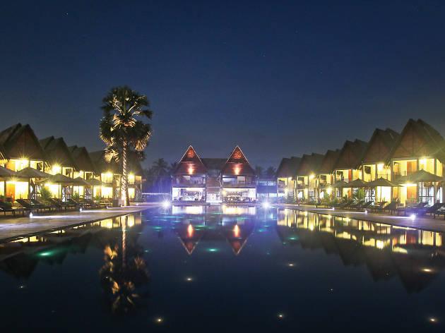 Maalu Maalu resorts and spas is a hotel in Passekudah