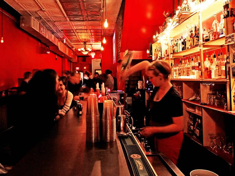 Fun dive bars to visit in DC
