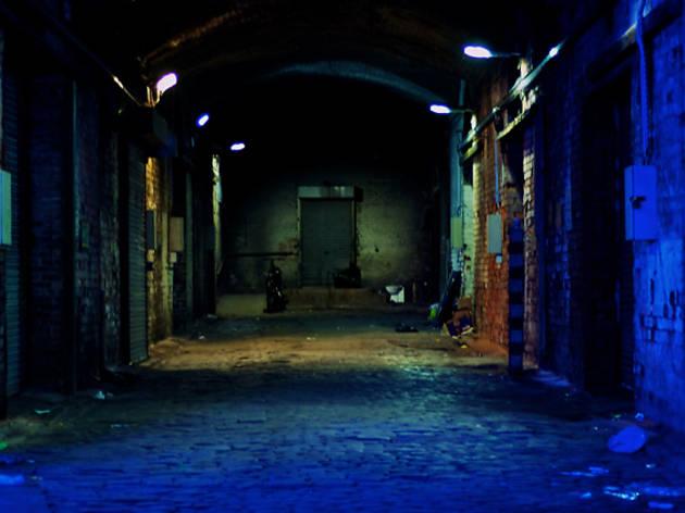 21 dark alleyway