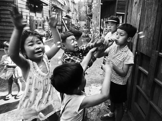 Tokyo, Japon, 1961 (© William Klein / Polka Galerie, Paris)