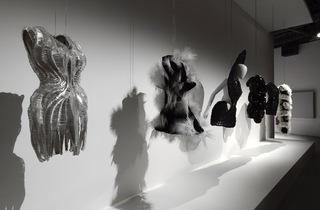 (Iris van Herpen, créations 2011-2014 / Courtesy d'Iris van Herpen / Photo : © André Morin)