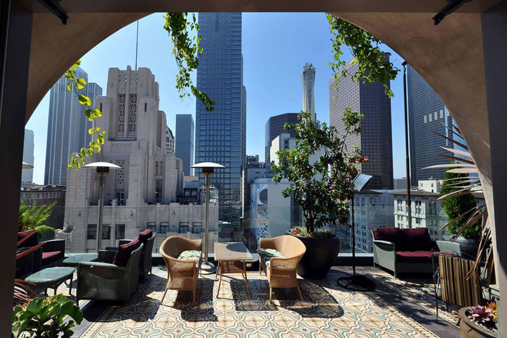Best Rooftop Bars In L A For Sweeping Views And Tasty