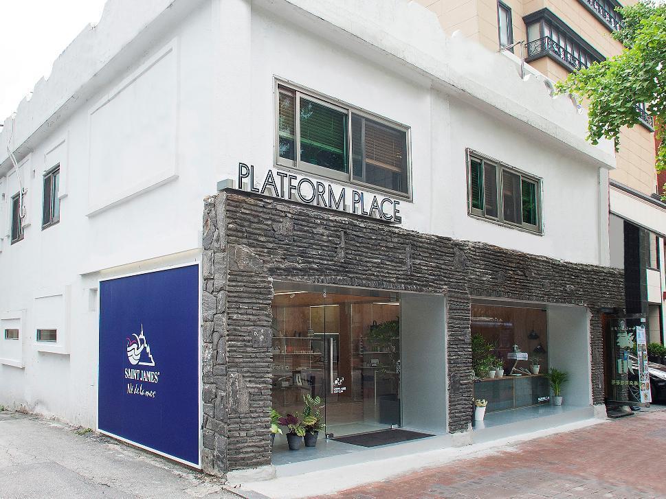 PLATFORM PLACE
