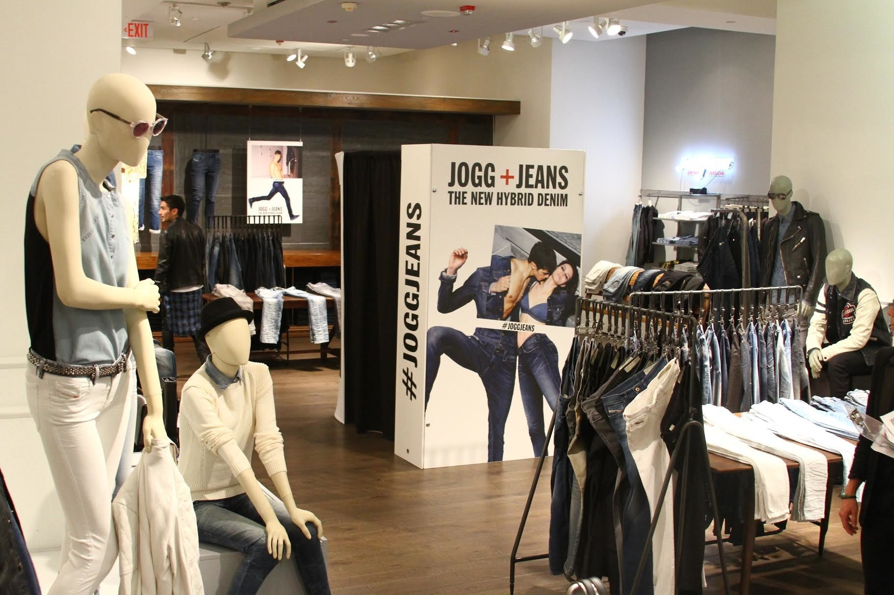 Jogg Jean Photo Booth at Beverly Center