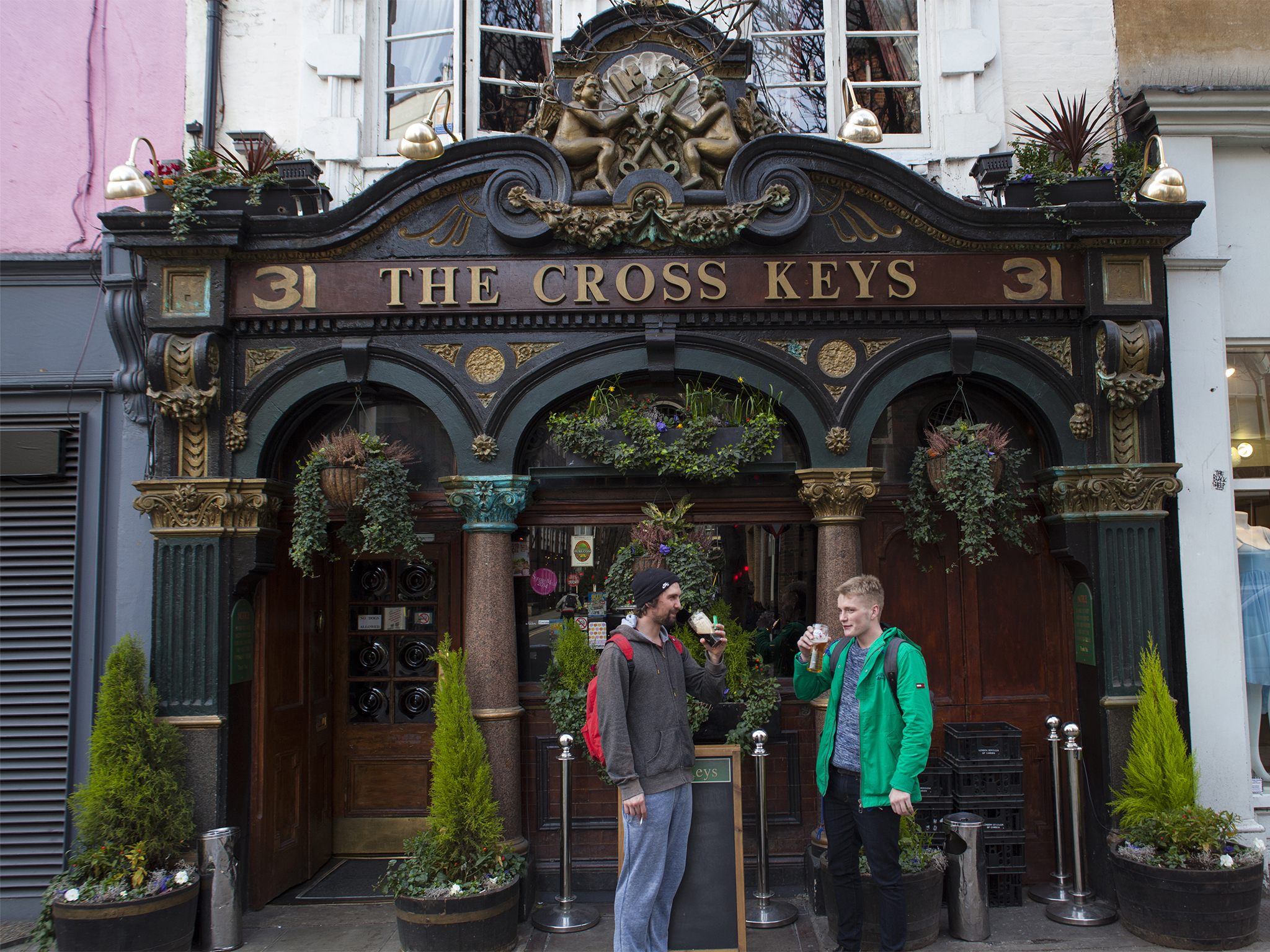 cross keys bars and pubs in covent garden london. Black Bedroom Furniture Sets. Home Design Ideas
