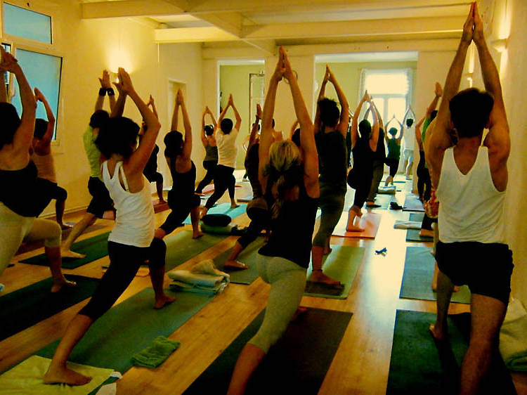 'Mens sana in corpore sano': escuelas de yoga y meditación