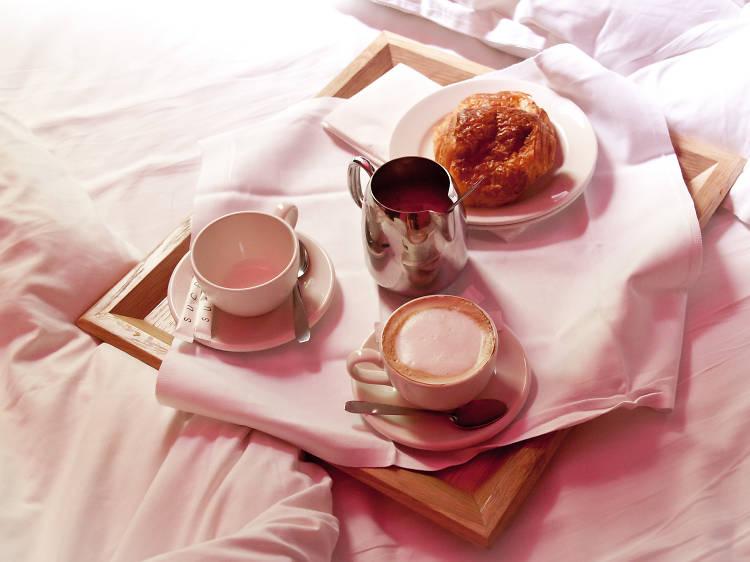 15 very romantic hotels in Paris