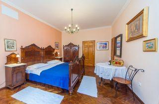 Amoret Apartments