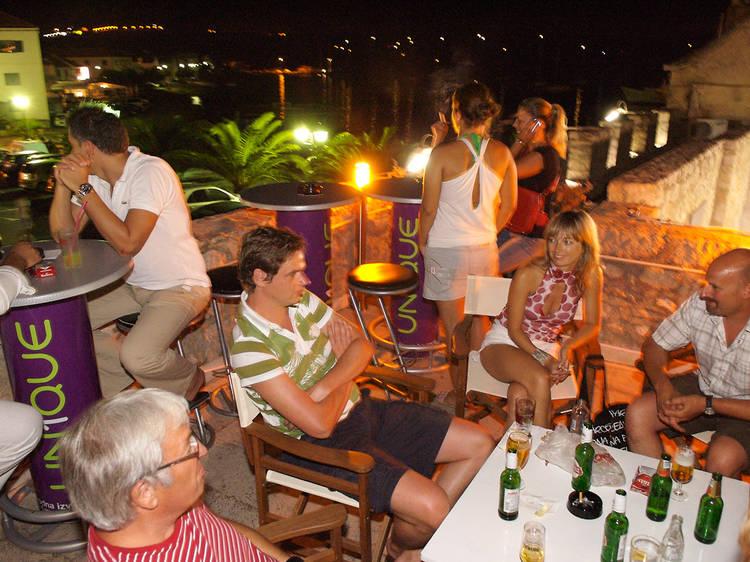 Primošten bar and club guide