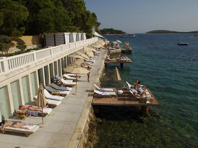 Bonj les bains beach, Hvar town