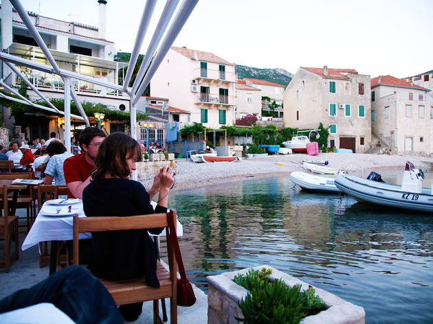 Fine dine by the sea