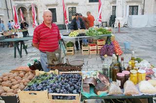 Gundulićeva poljana Market