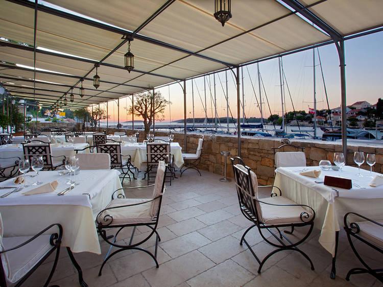 The best Šolta restaurants and bars