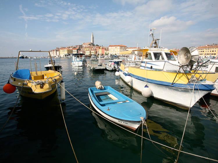 Discover Rovinj history by rowboat