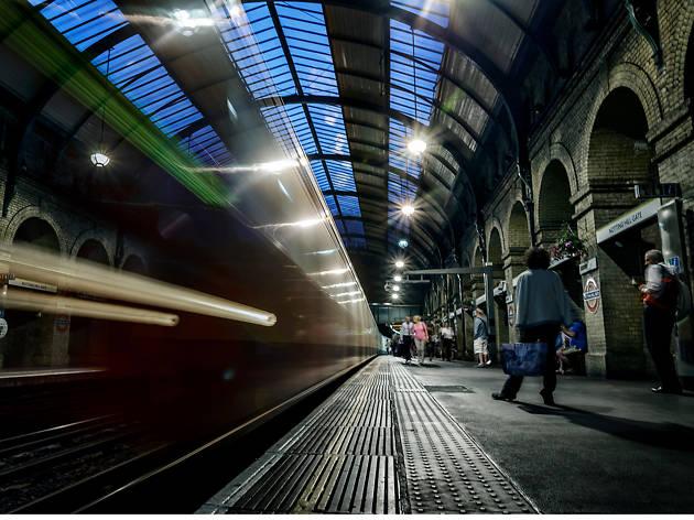 Tube platform in London