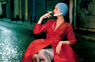 Exposition Jean Paul Gaultier (Paolo Roversi, 'Kristen McMenamy, rue de la Goutte d'Or', Paris, 1994 / © Paolo Roversi )