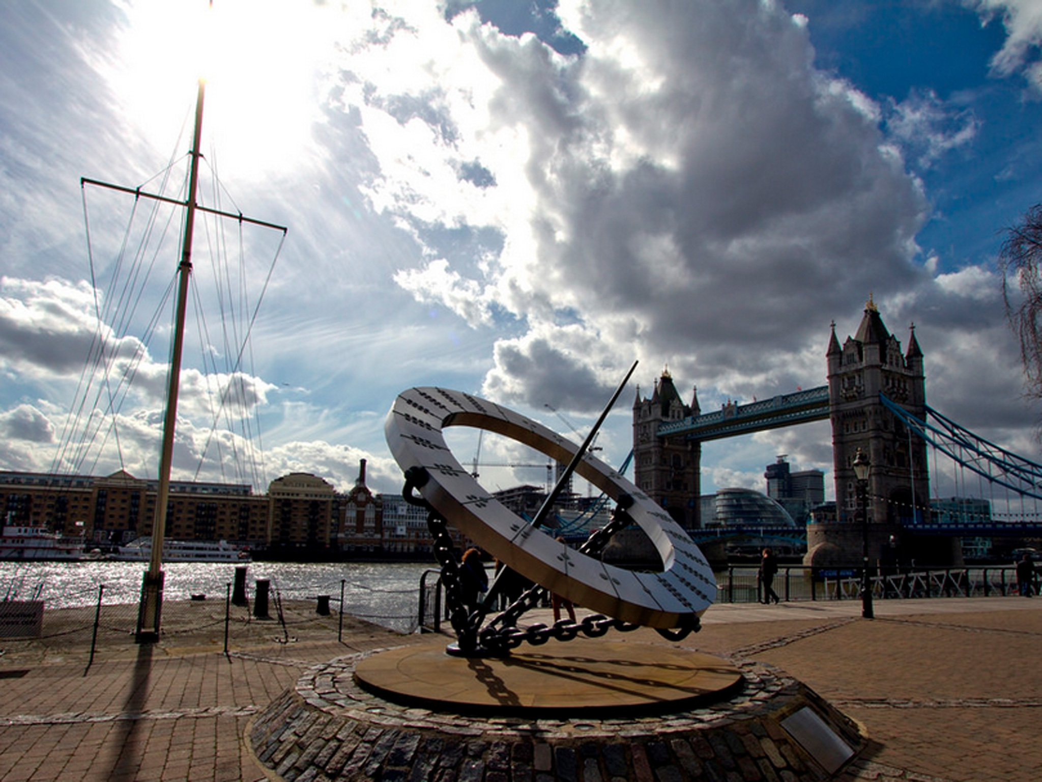Sun Dial at Tower Bridge