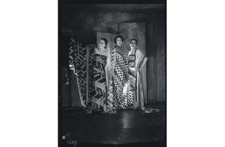 (Sonia Delaunay: Three fashion models, boulevard Malesherbes, Paris, c 1925. Bibliothèque Kandinsky, Centre Pompidou. )