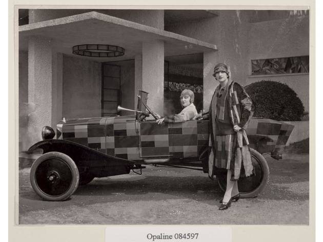 (Two models wearing coats designed by Sonia Delaunay, with the Citroën B12 painted after one of the artist's fabrics, 1925. Photo André Villers)