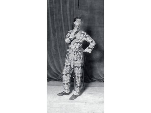 (The architect Ernö Goldfinger wearing shantung pyjamas designed by Sonia Delaunay. Photographer unknown. © Pracusa 2013057)