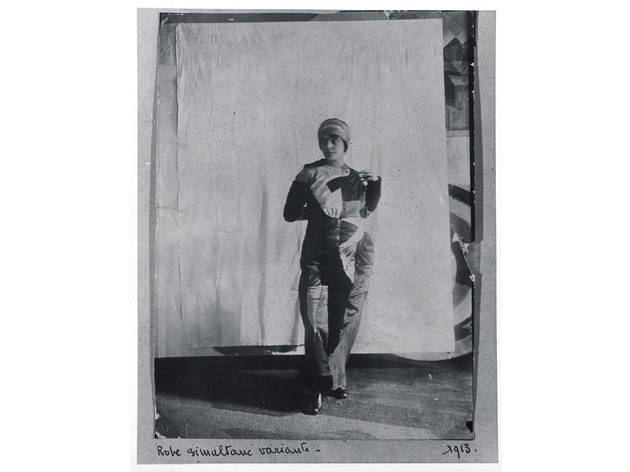 (Sonia Delaunay wearing a Simultaneous dress, 1913. Bibliothèque Kandinsky, Centre de Documentation et de Recherche du Mnam - Cci, Paris )