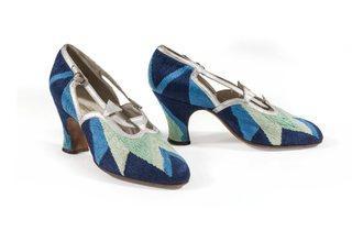 (Sonia Delaunay: court shoes, 1925. Les Arts Décoratifs, Musée de la Mode et du Textile, Paris. Gift of Sonia Delaunay to UFAC, 1965. © Pracusa 2014083)