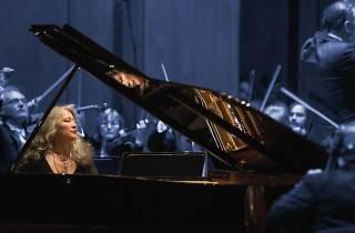 Orquestra Da Camera + Martha Argerich