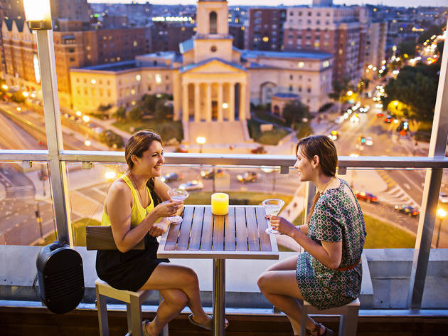 Amazing DC rooftop bars to drink at
