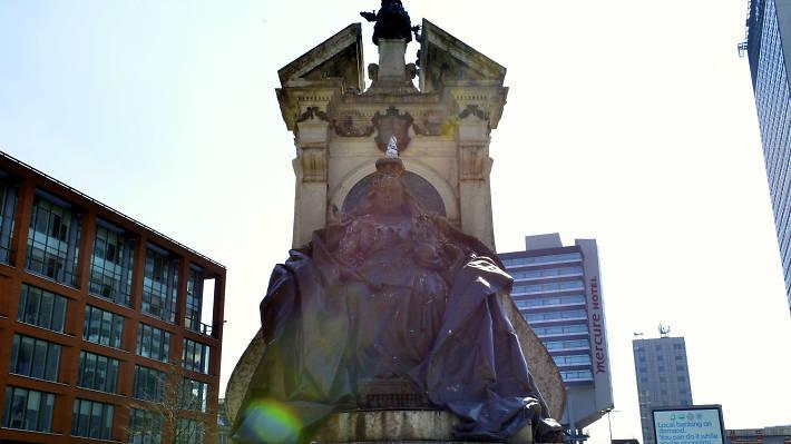 Queen Victoria - manchester public art