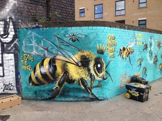 Louis Masai save the bees street art