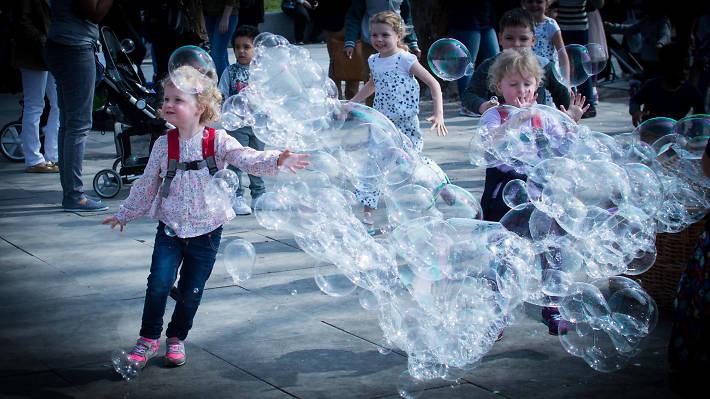 Children chase bubbles in Bankside.