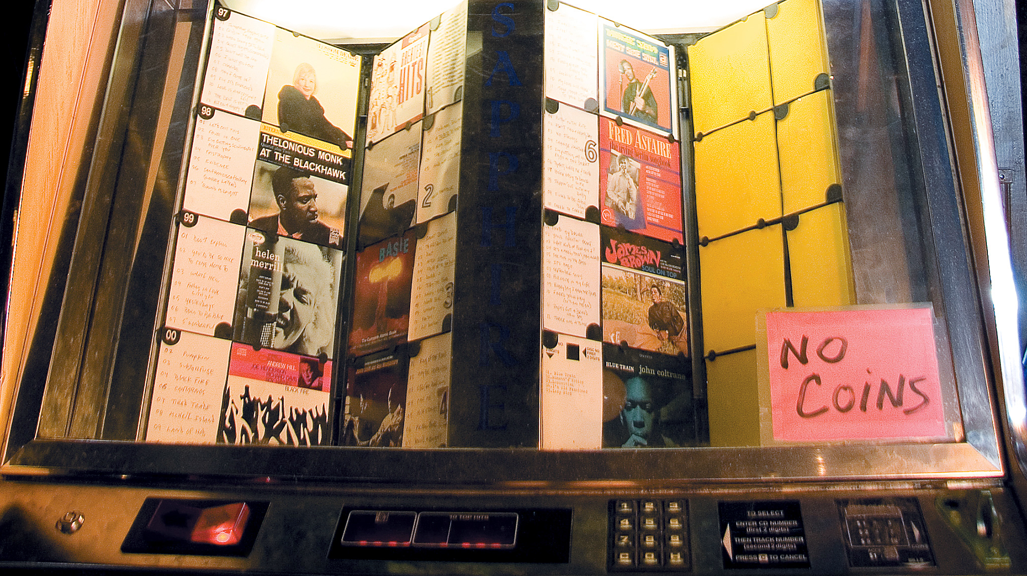 12 Chicago bars with a great jukebox