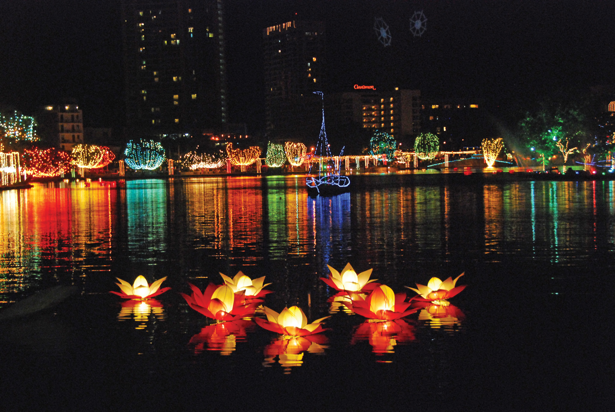 Vesak the city illuminates for Art decoration sri lanka