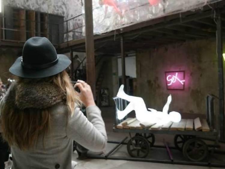 Descubre el arte más vanguardista entre raíles en La Neomudéjar