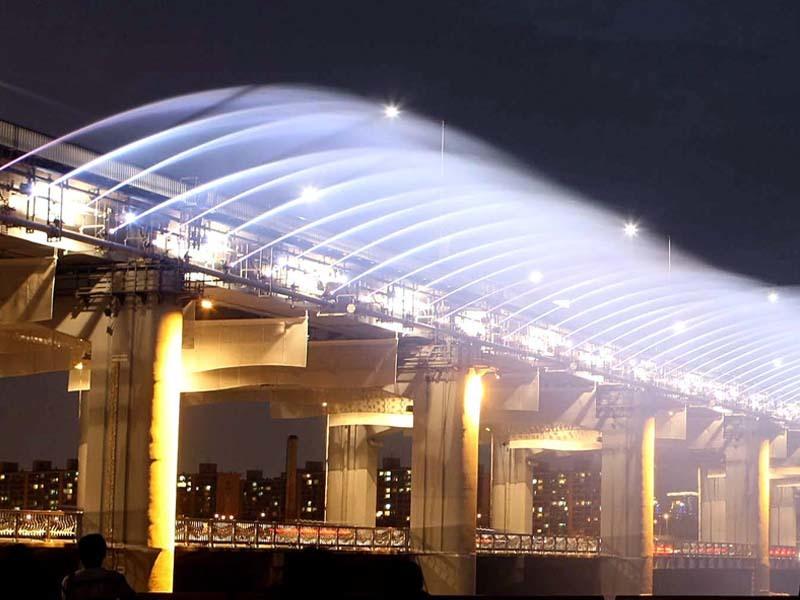 Banpo Bridge Moonlight Rainbow Fountain