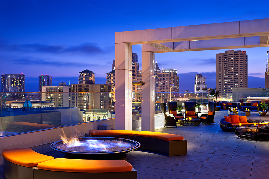 22 of the best rooftop bars in nyc to visit this summer for Attractions in nyc for couples