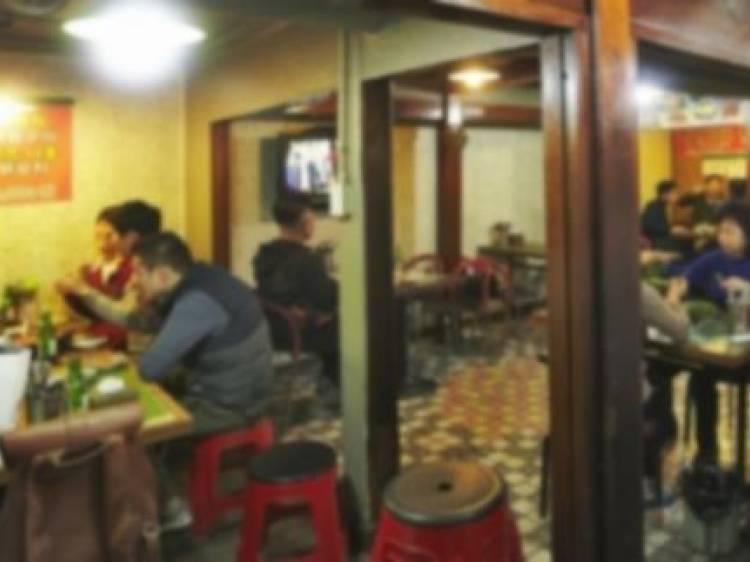 게이들의 밤을 마무리하는 종착역 술집